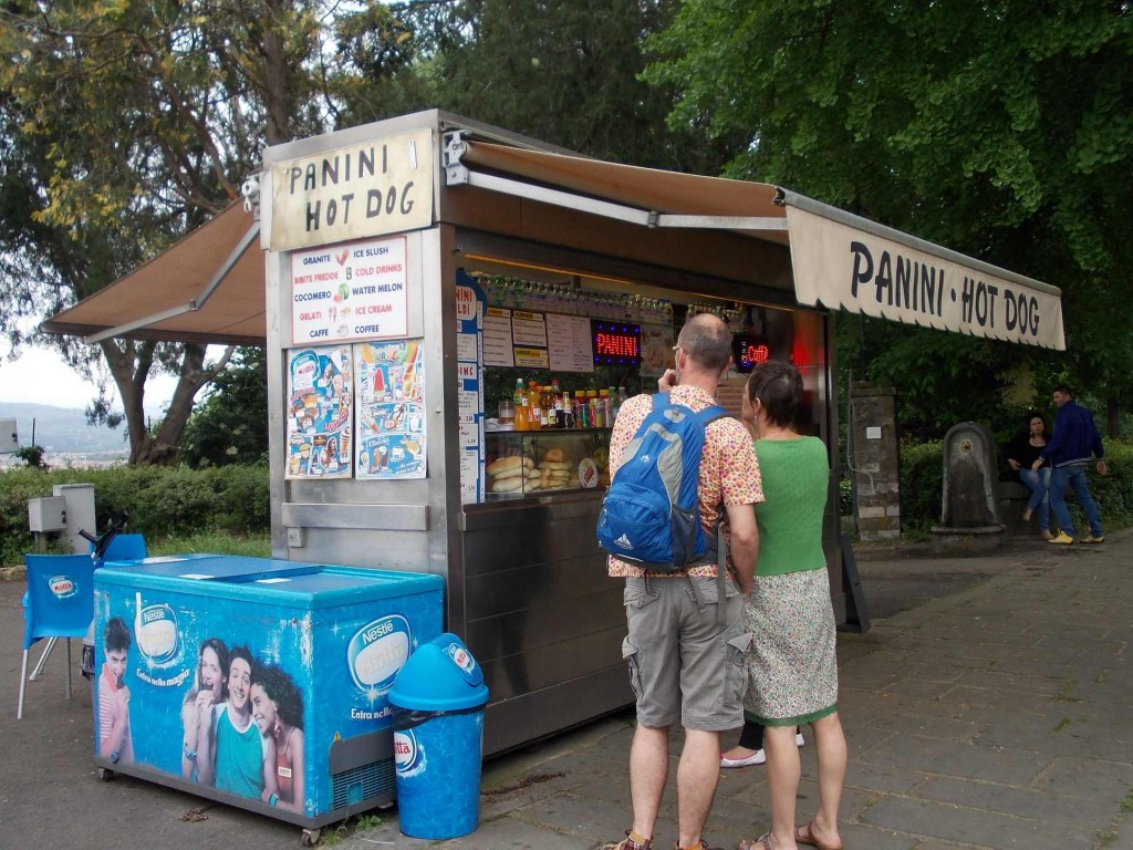 florence-piazzale-michelangelo-hot-dog-stand