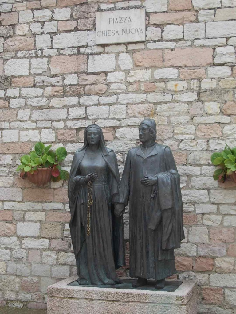 italy-assisi-chiesa-nuova-statues