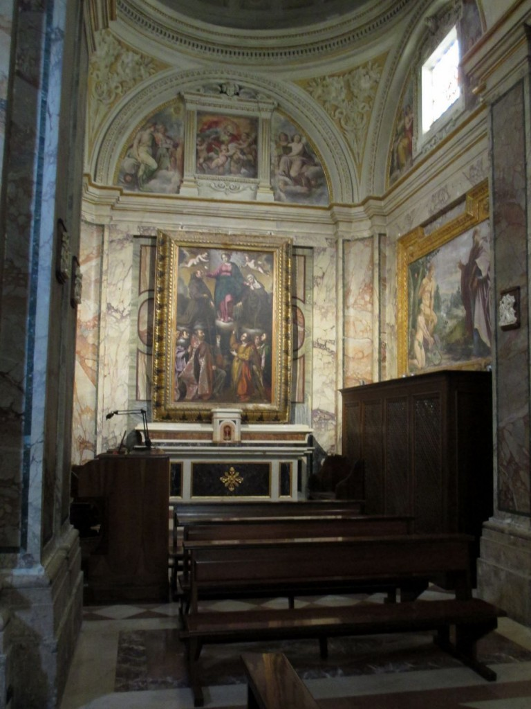 italy-assisi-inside-chiesa-nuova
