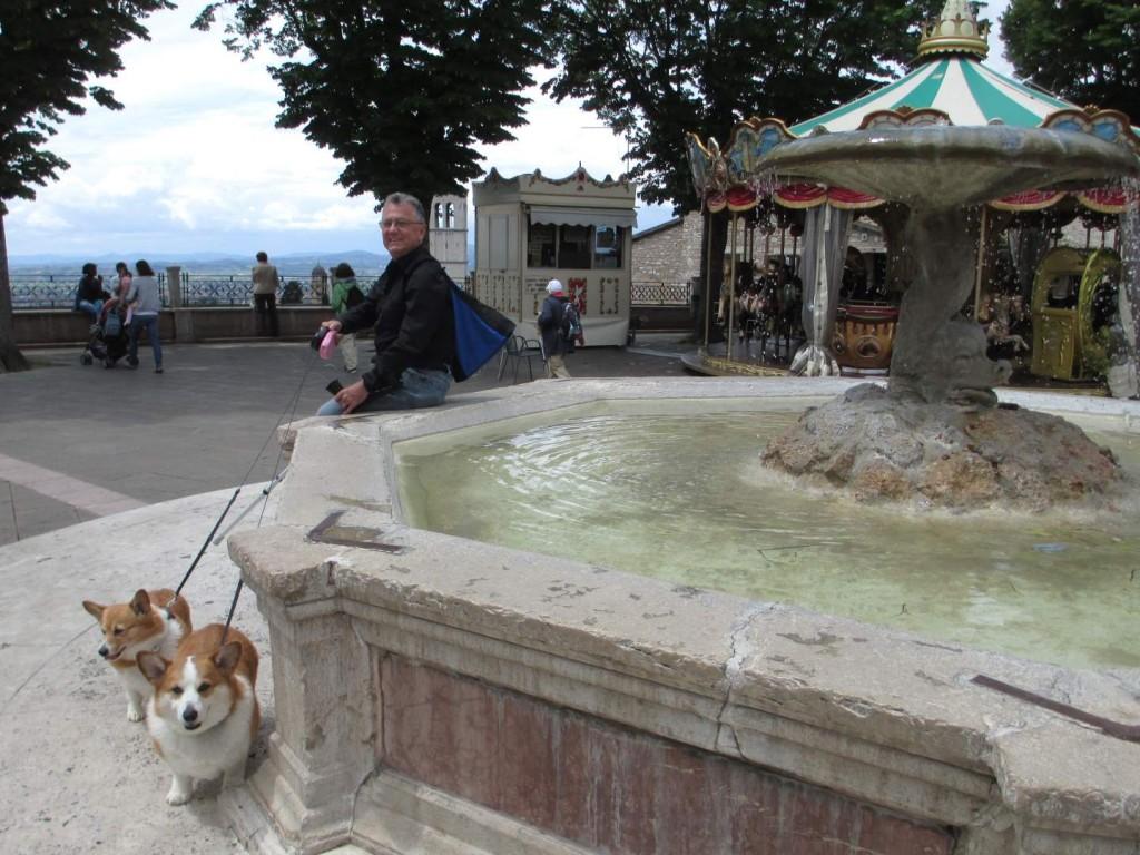 italy-assisi-piazza-basilica-di-santa-chiara-st-clare